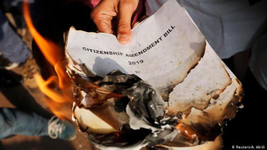 विवादित नागरिकता कानुनले विभाजित भारत